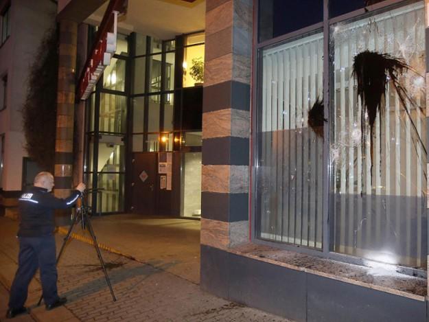 anschlag-auf-polizeiposten-in-connewitz_phpmpRilb20150108173950