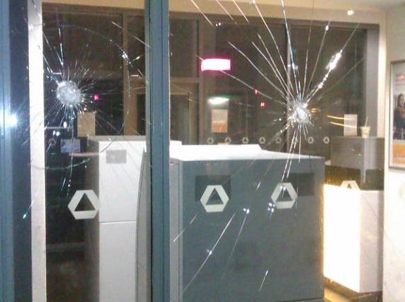 La Kommerz Bank attaquée