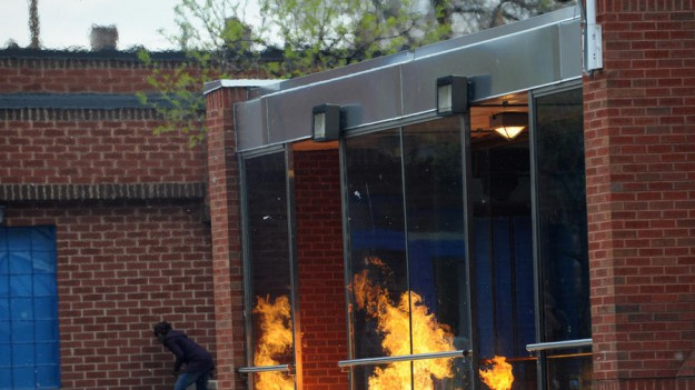 Après le pillage, l'incendie