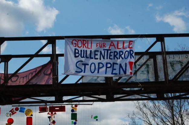 """""""Görli pour tous - Stoppen la terreur des flics"""""""