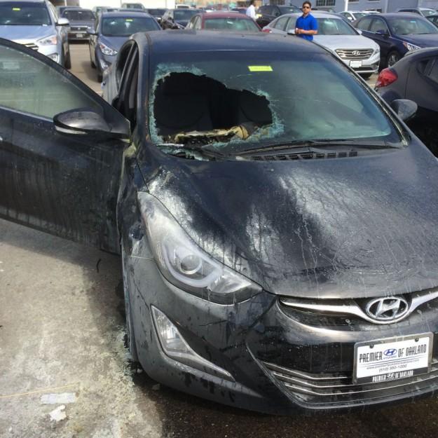 voiture partiellement incendiée