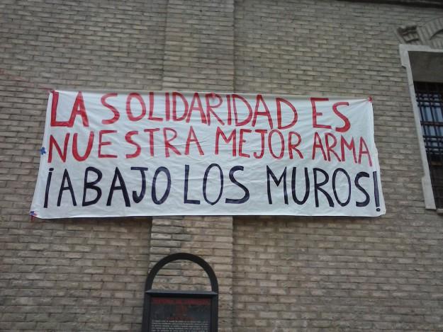 """""""La solidarité est notre meilleure arme - A bas les murs"""""""