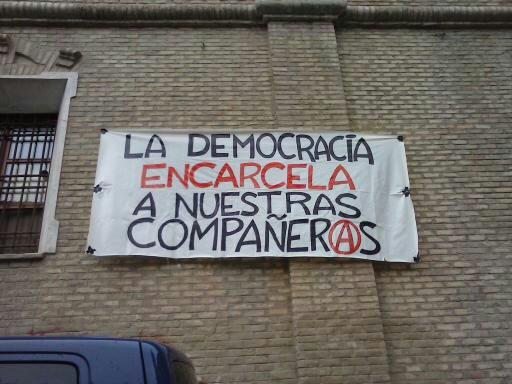 """""""La démocratie incarcère nos compagnons"""""""