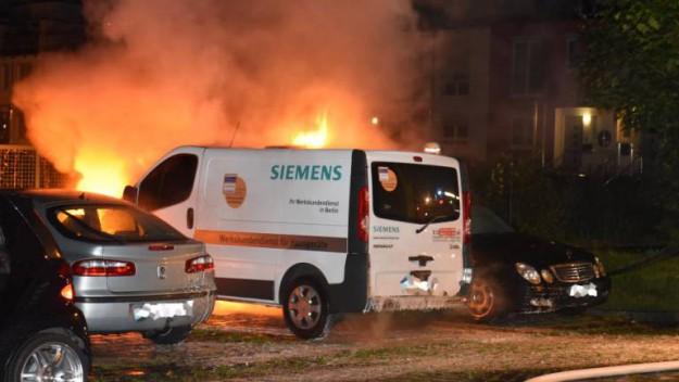 Le véhicule 'Siemens' en flammes