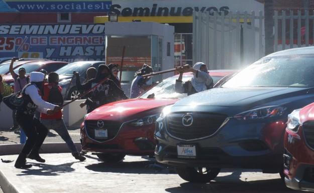 Passage au concessionnaire 'Mazda'