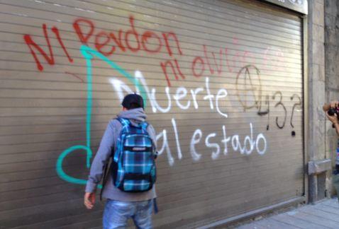 """""""Ni pardon ni oubli - Mort à l'Etat"""" - Mexico, 2 octobre 2015"""