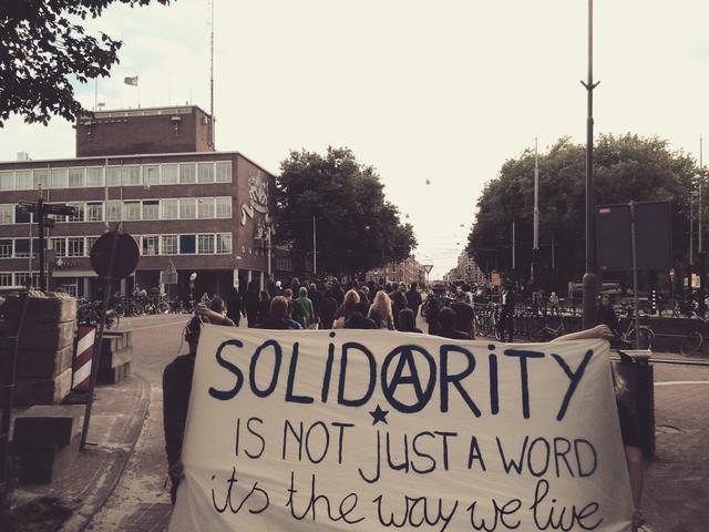 Manif dans le centre-ville d'Amsterdam le lendemain de l'arrestation de la compagnonne - 7 juillet 2016