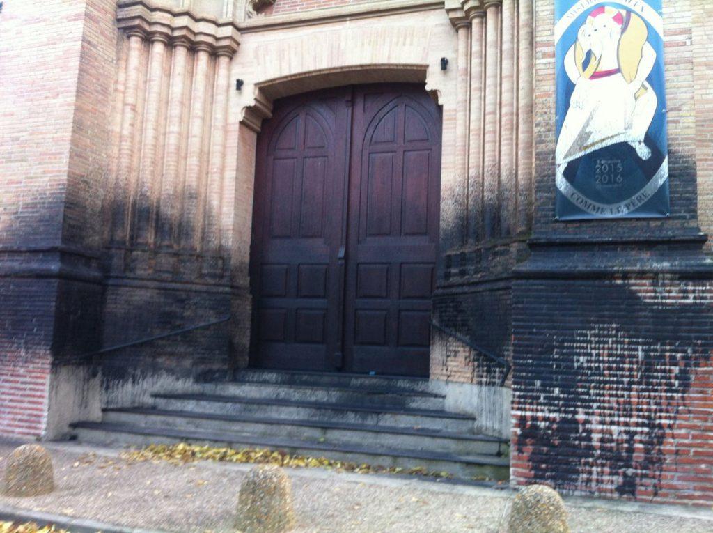 La façade de l'église [Trouvé sur le compte de réseau social d'un cul-béni du coin]